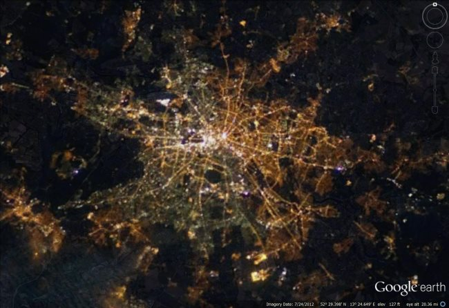 the berlin divide as seen from space google earth blog. Black Bedroom Furniture Sets. Home Design Ideas